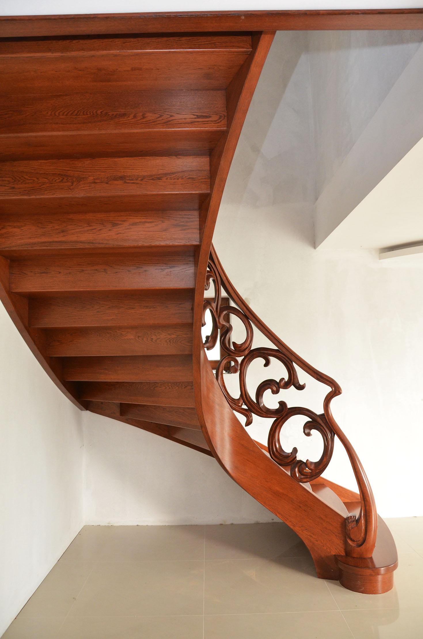 aa-schody-z-rzezbiona-balustrada-2