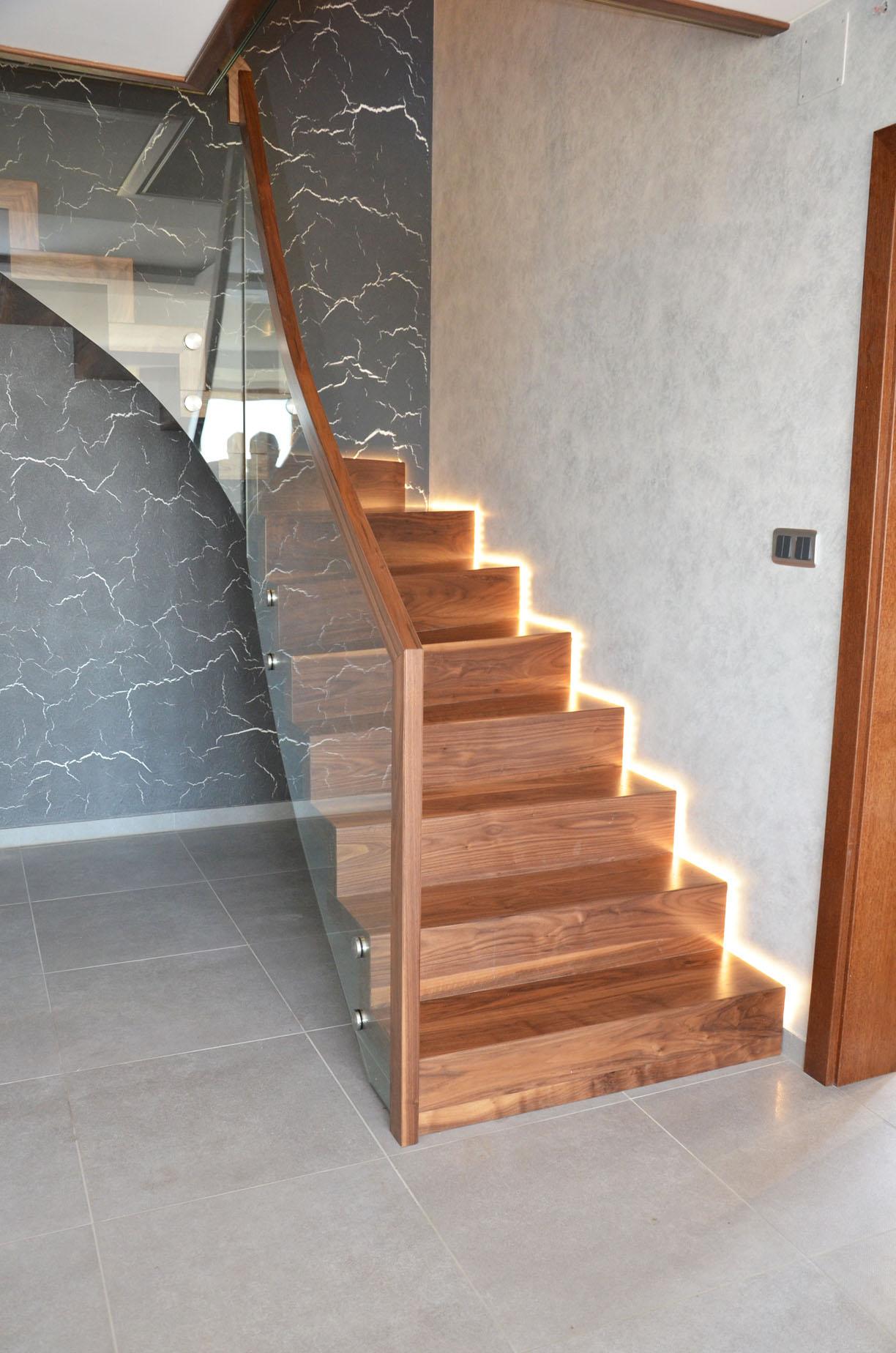 ab-schody-dywanowe-z-orzecha-amerykanskiego-2