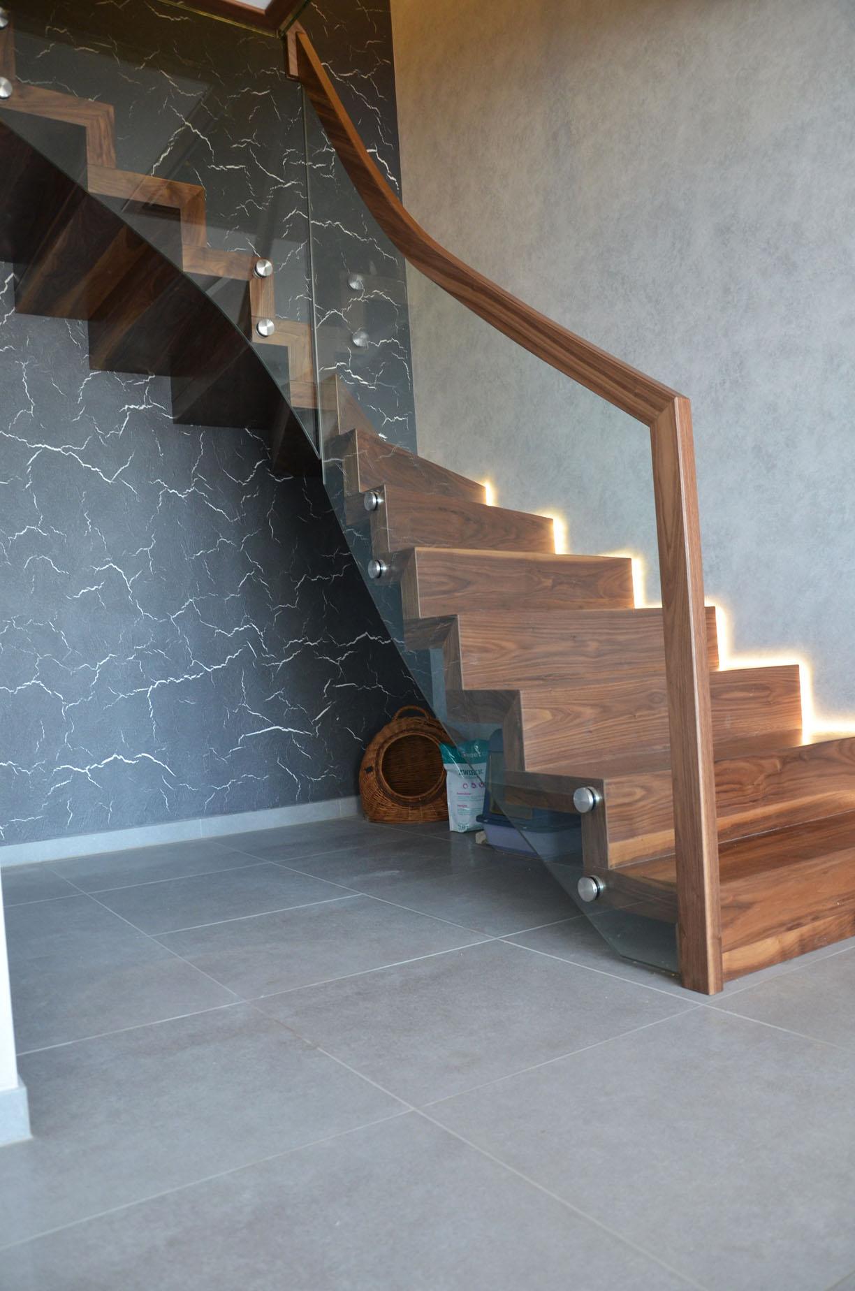 ab-schody-dywanowe-z-orzecha-amerykanskiego-3