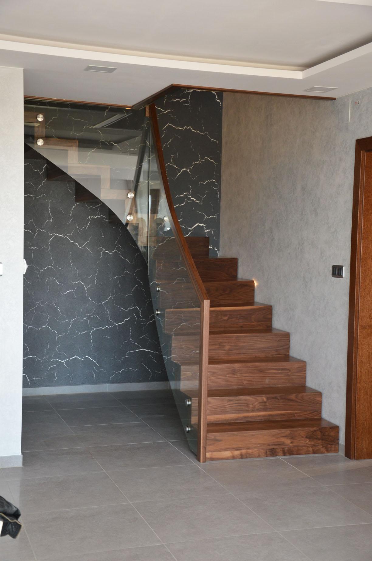 ab-schody-dywanowe-z-orzecha-amerykanskiego-4