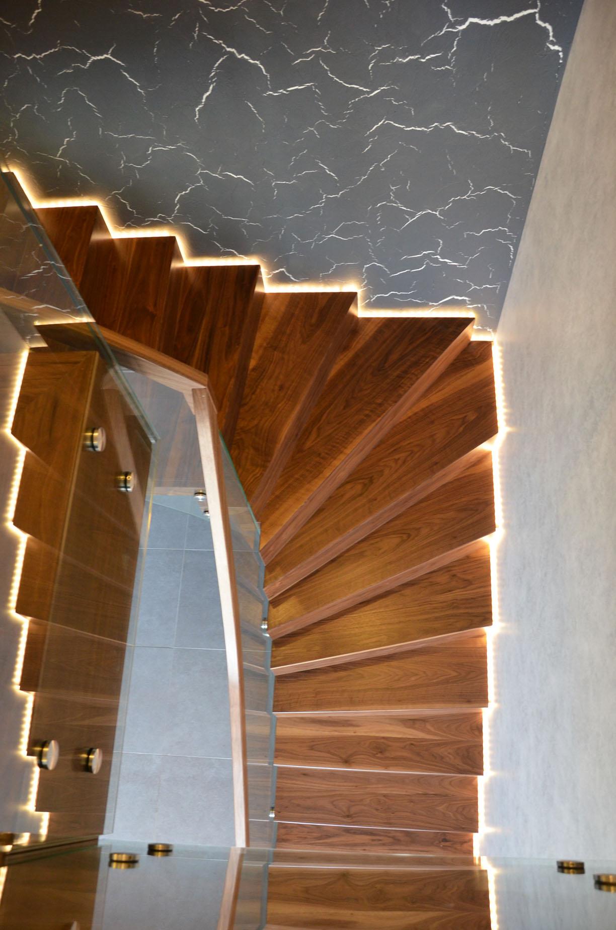 ab-schody-dywanowe-z-orzecha-amerykanskiego-5