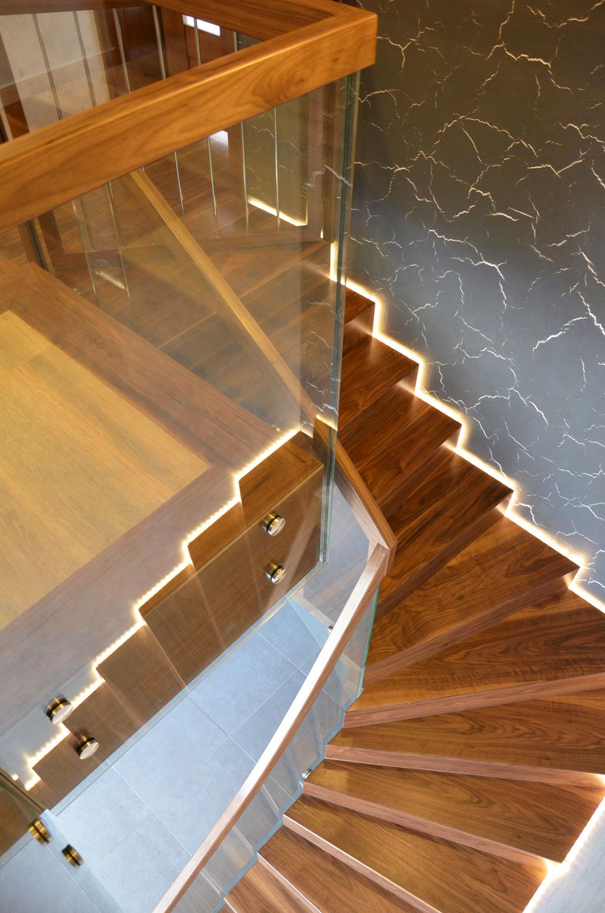 ab-schody-dywanowe-z-orzecha-amerykanskiego-6