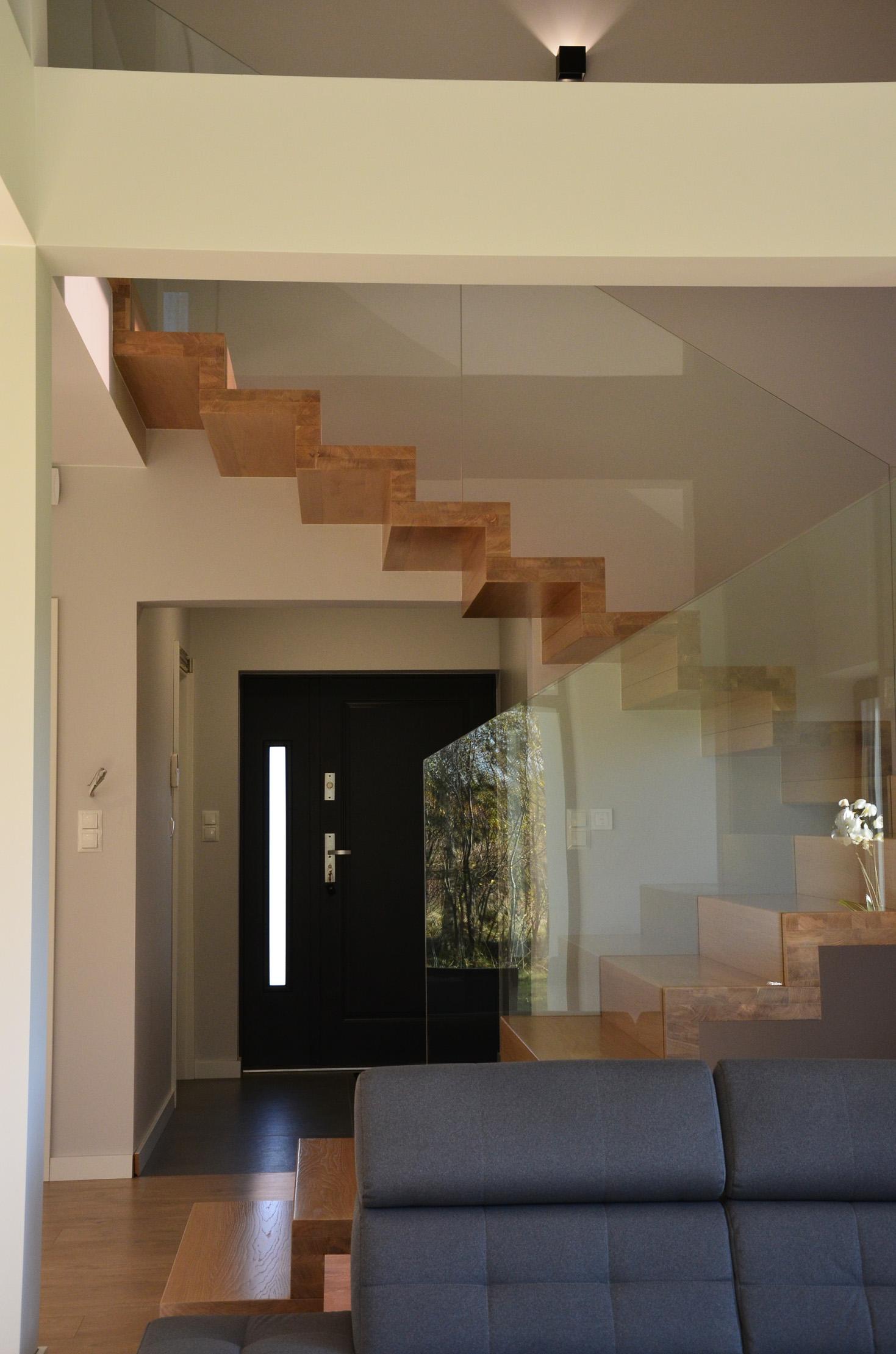 abb-schody-dywanowe-bielone7