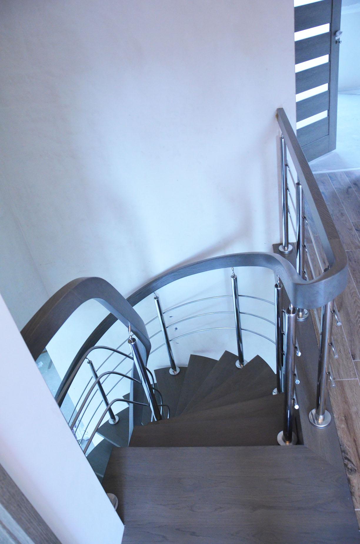 fa-schody-na-jednej-belce-4