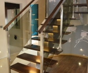 schody-drewniane-ze-stali-nierdzewnej2