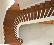 schody-drewniane-w-stylu-angielskim-1