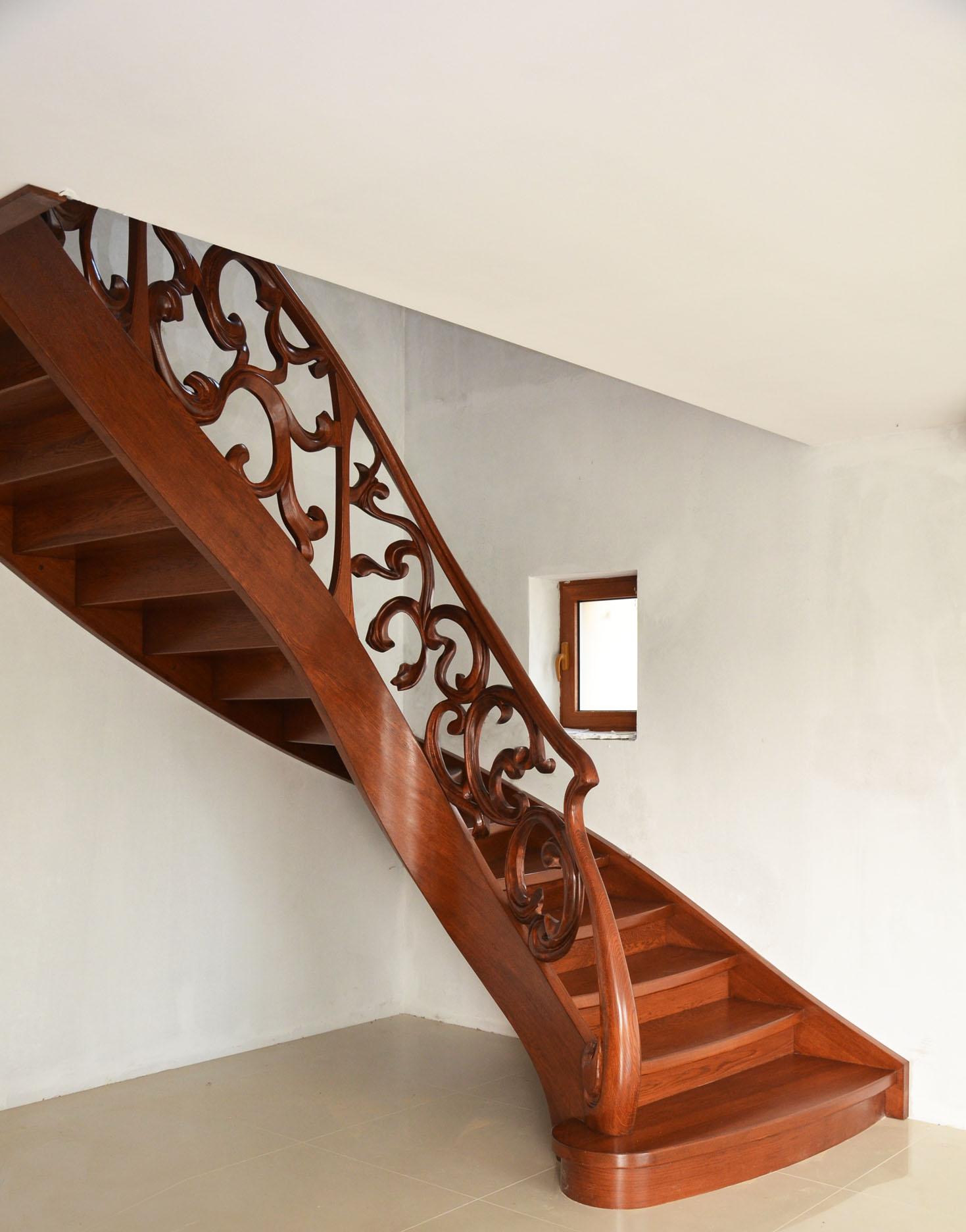 aa schody z rzezbiona balustrada 1