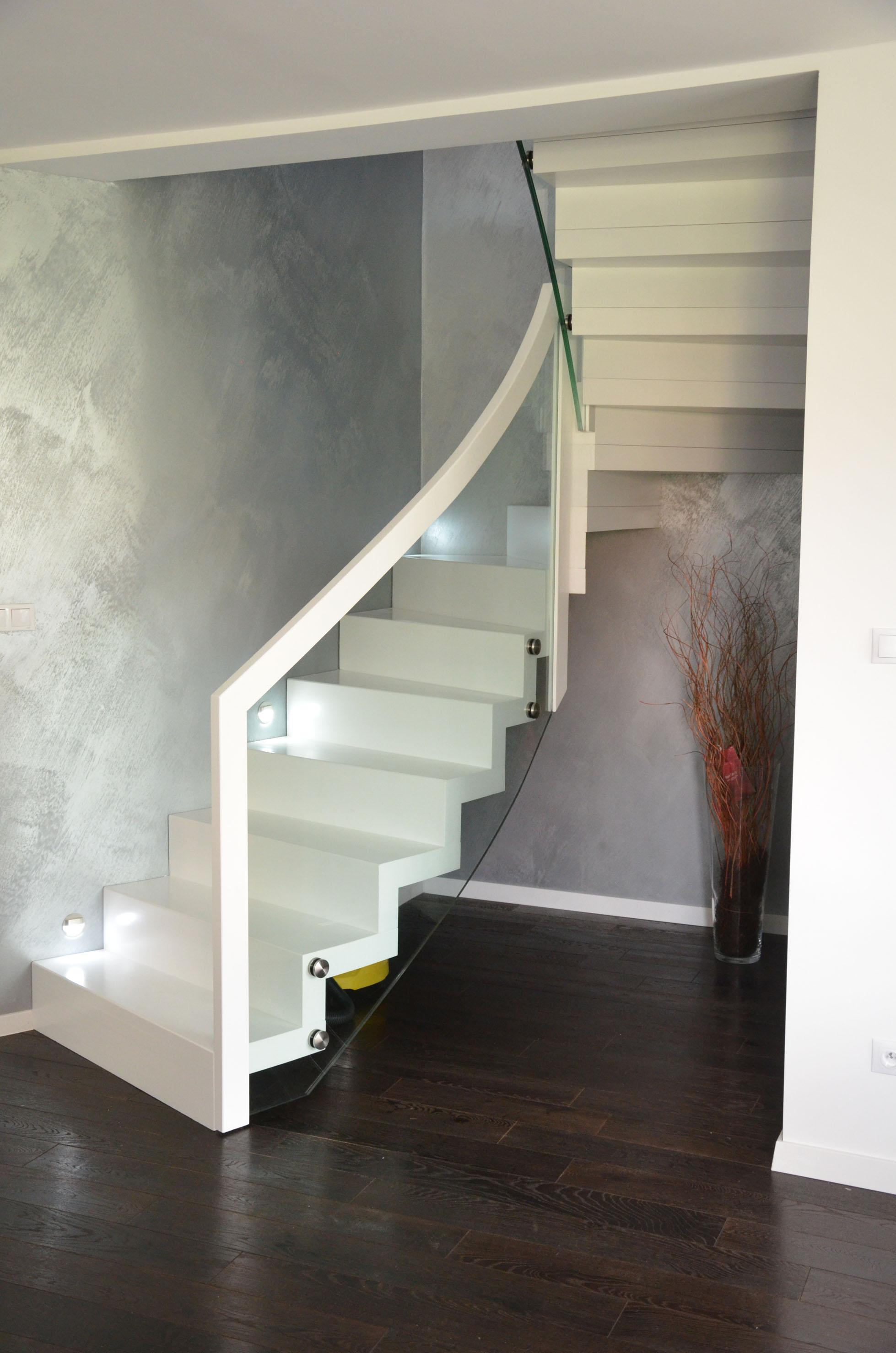 schody dywanowe białe 5