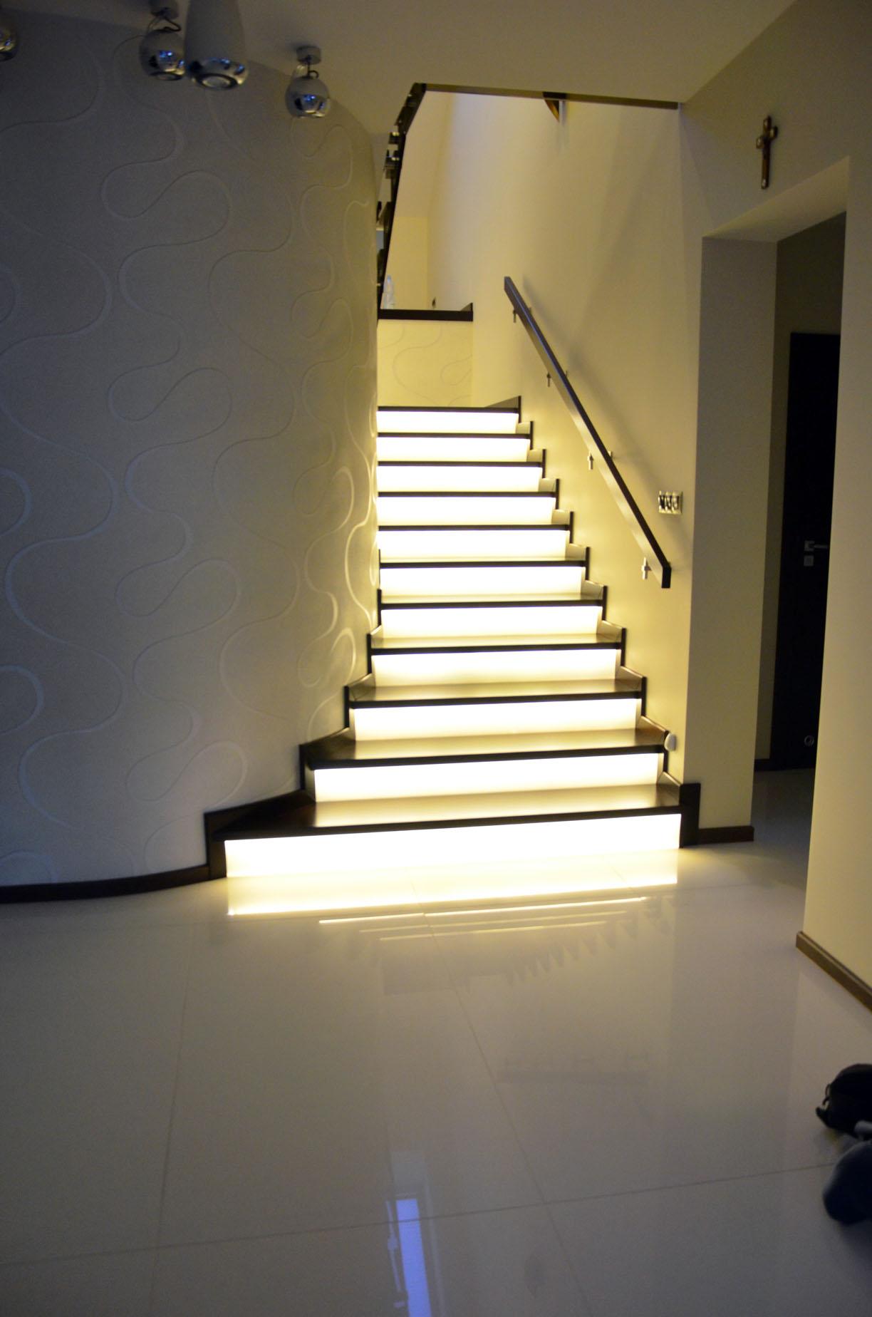 schody swiecace podstopnie 1